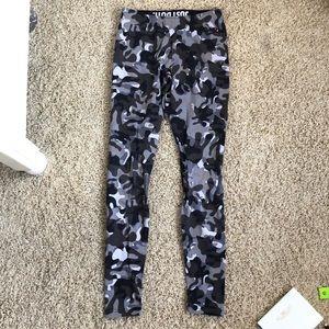 Nike Pants & Jumpsuits - Nike camo leggings size S